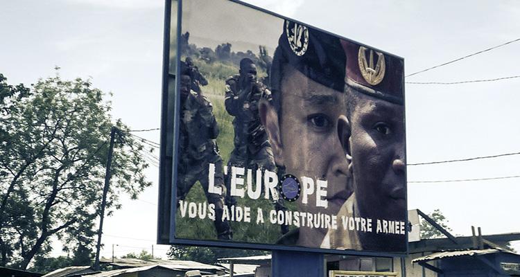 Photo : Panneau de promotion de l'EUTM (European Union Training Mission), à Bangui (© J. Brabant - oct. 2016)